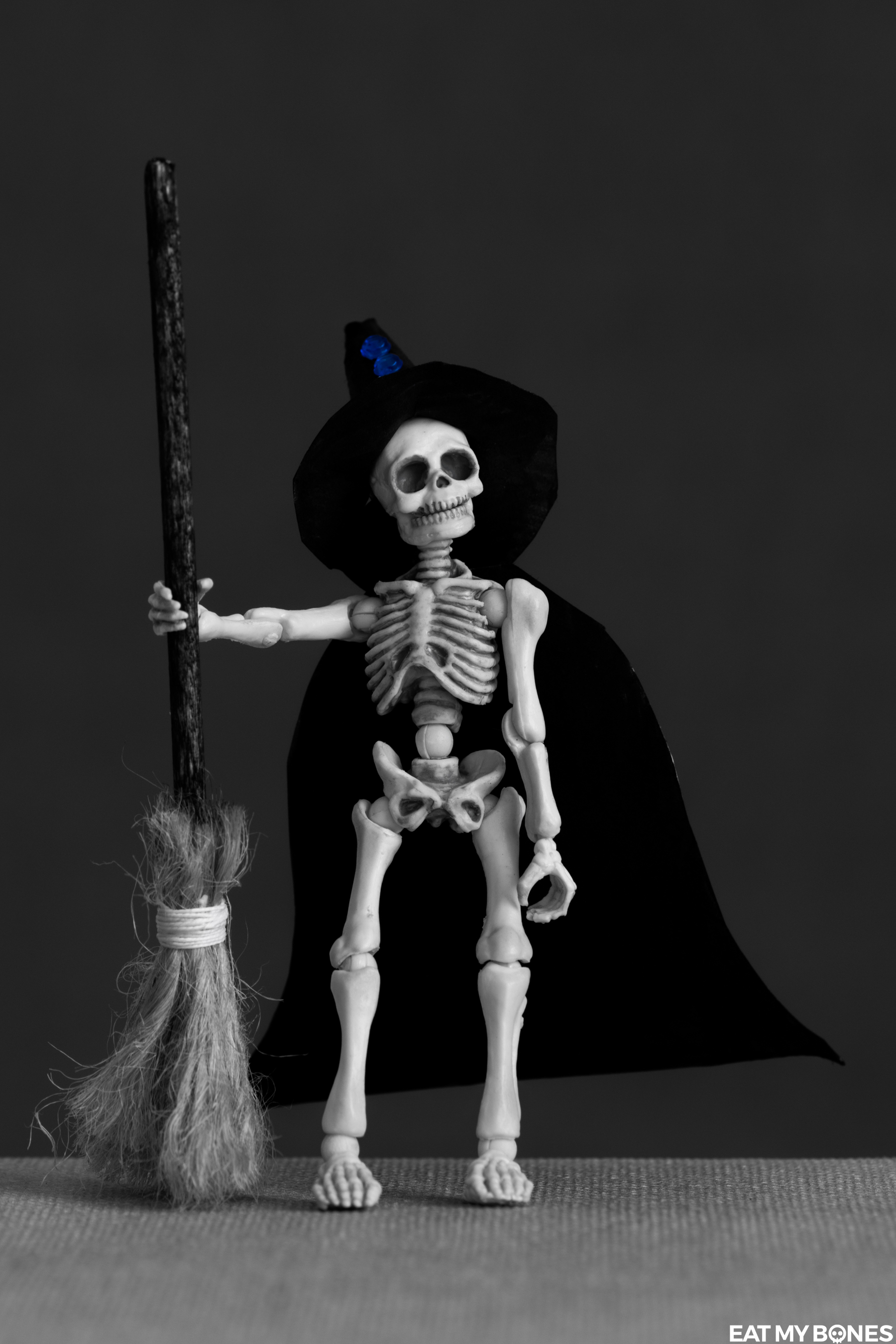 Halloween - Pose Skeleton - Toy photography - Miniature - Eat my Bones