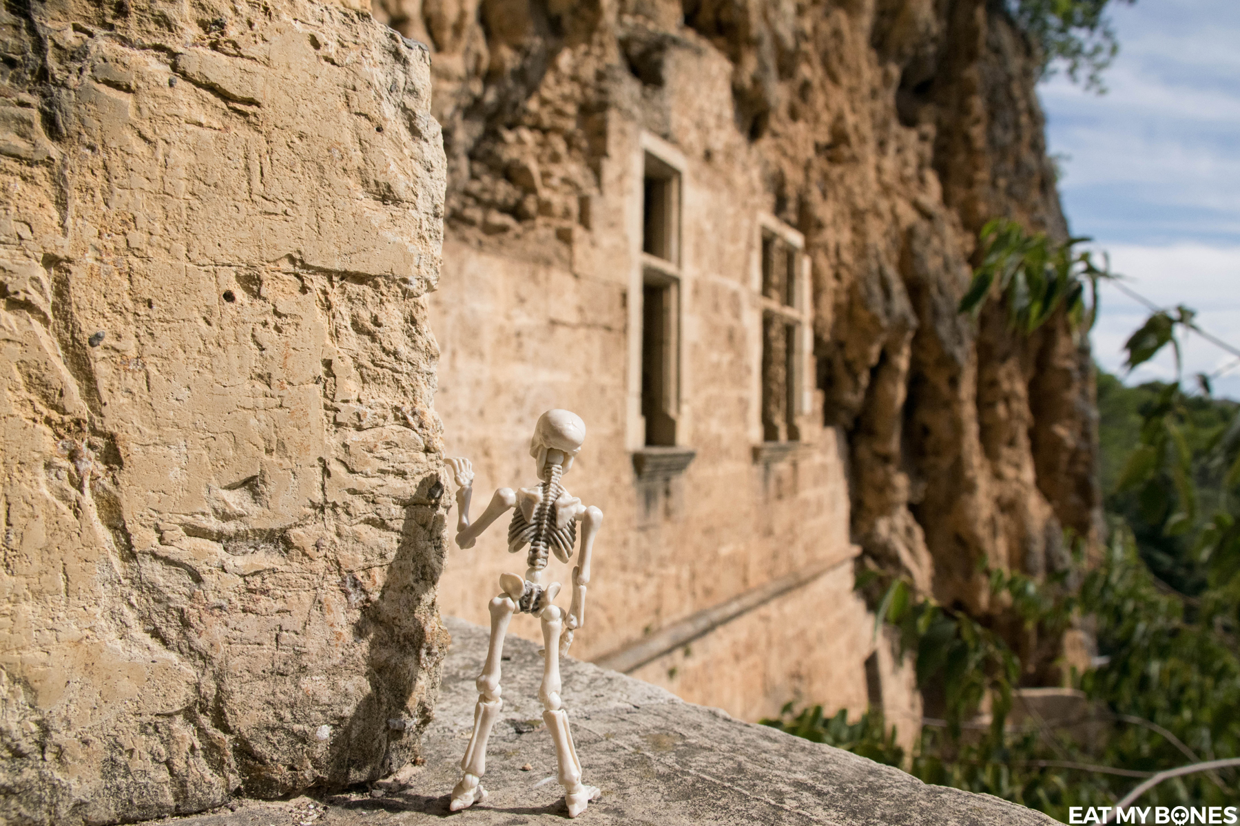 Var Villecroze Troglodite caves - Pose Skeleton - Toy photography - Miniature - Eat my Bones