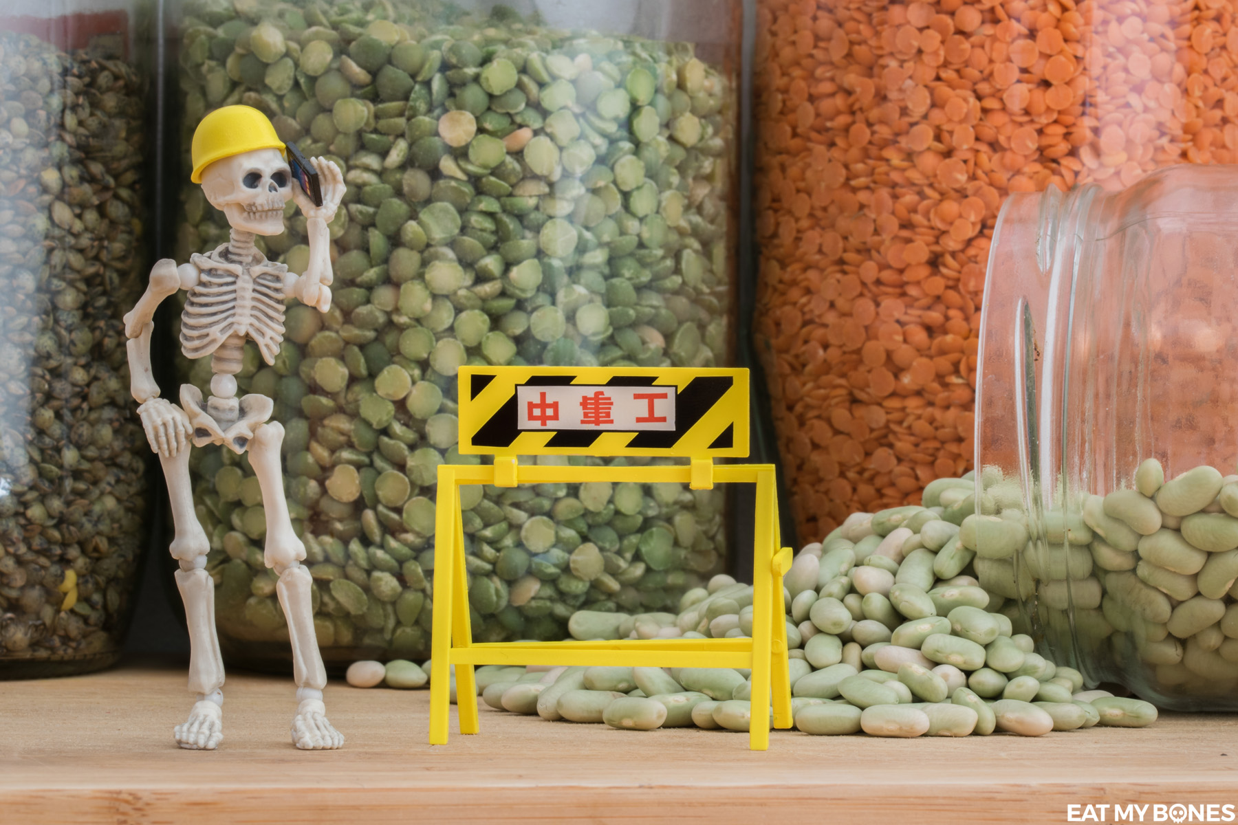 Security - Pose Skeleton - Toy photography - Miniature - Eat my Bones