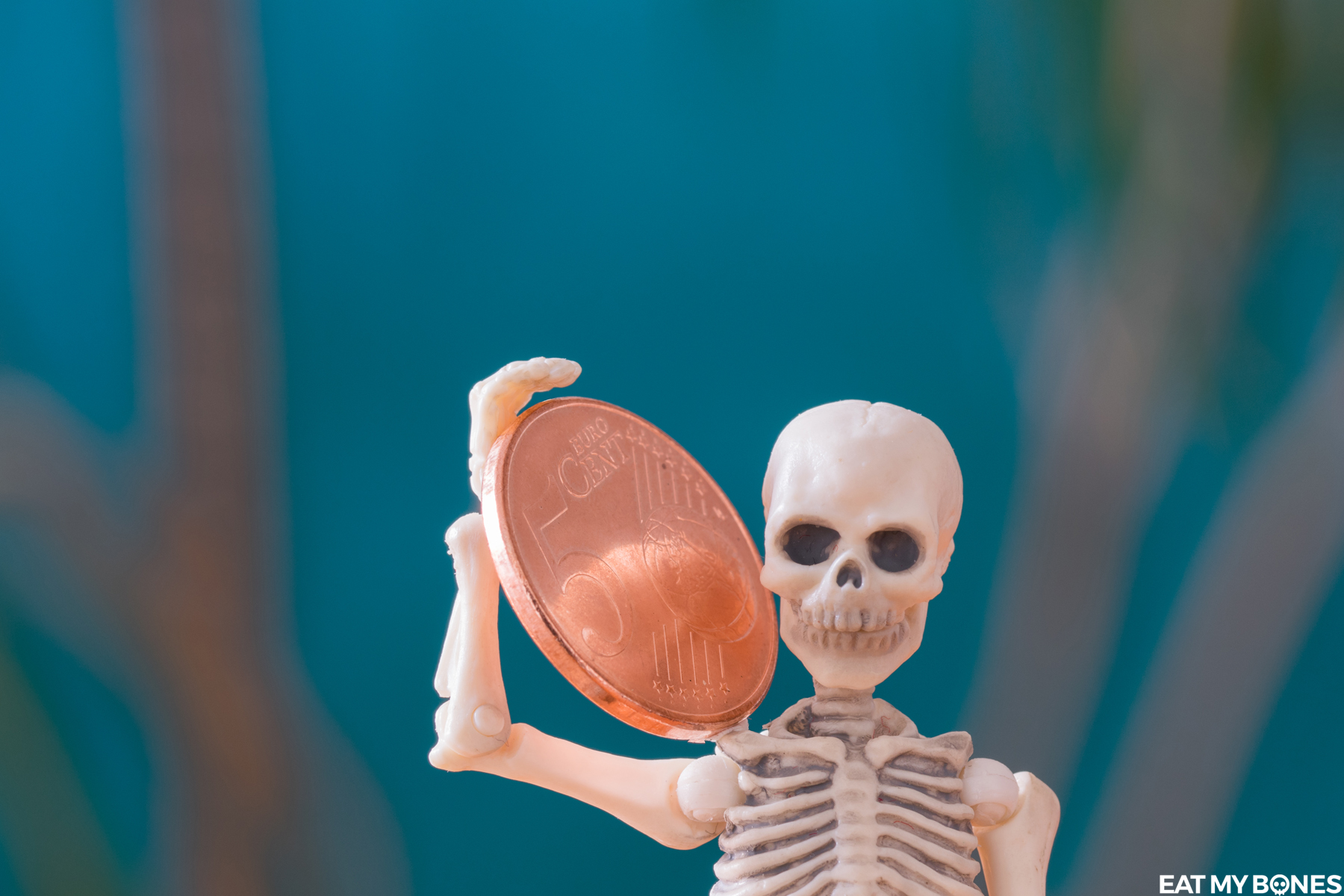 Money - Pose Skeleton - Toy photography - Miniature - Eat my Bonesy_Bones_Pose_Skeleton_Coin
